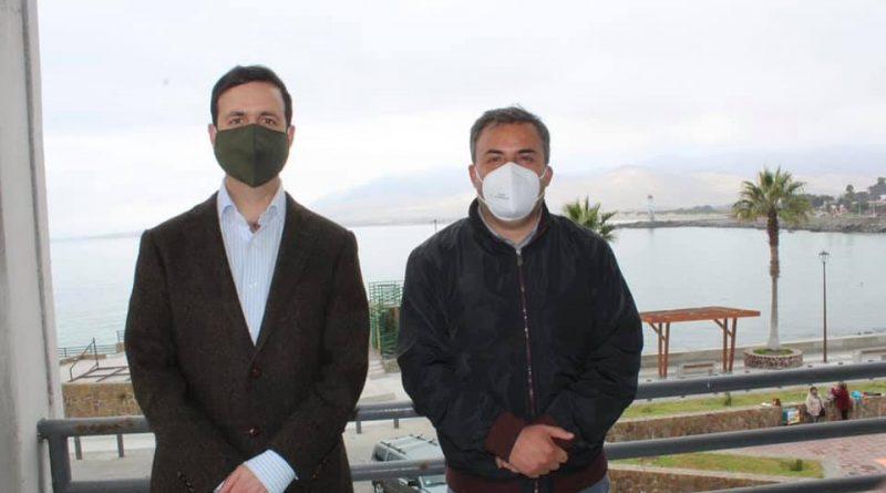 Seremi del Medio Ambiente se reúne con alcalde de Huasco para fortalecer normas y políticas ambientales.